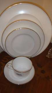 ROYAL DOULTON MONIQUE LHUILLIER ATELIER 5 PIECE PLACE SETTING FINE